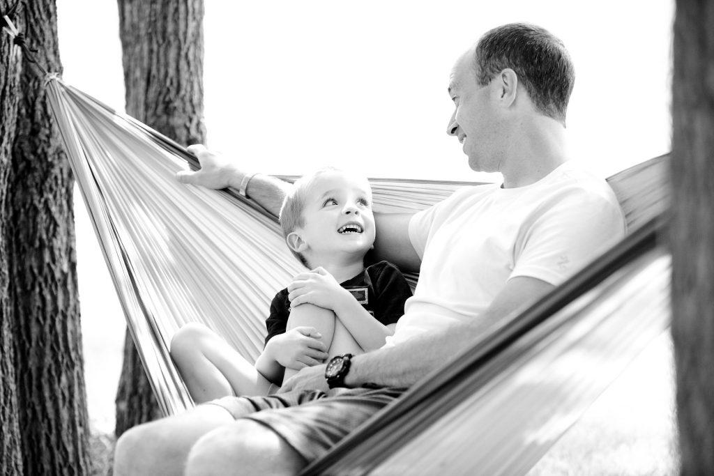 padre e hijo felices
